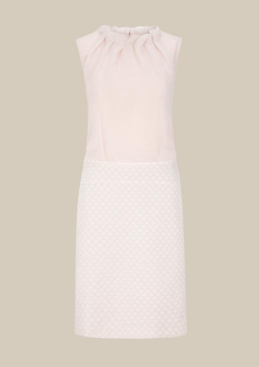 Glamouröses Abendkleid mit dekorativem Jacquardmuster