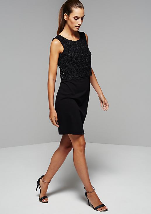 Glamouröses Abendkleid mit Spitzenbesatz