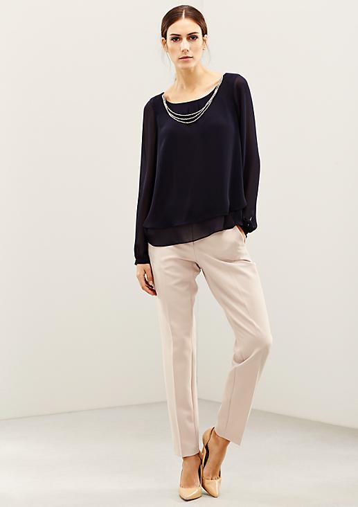 Hauchzarte Bluse mit glitzerndem Schmuckkettenbesatz