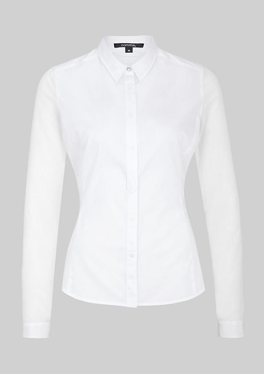Klassische Bluse im Materialmix
