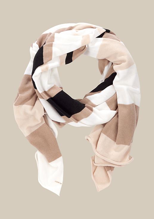 Kuscheliger Schal mit dekorativem Streifenmuster