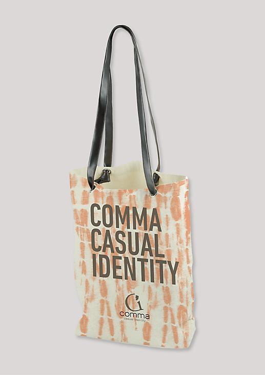 Lässige Stofftasche im Batik-Look von comma casual identity.