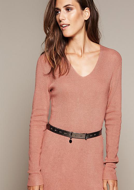 Schöner Gürtel mit silbrig glänzender Oberfläche