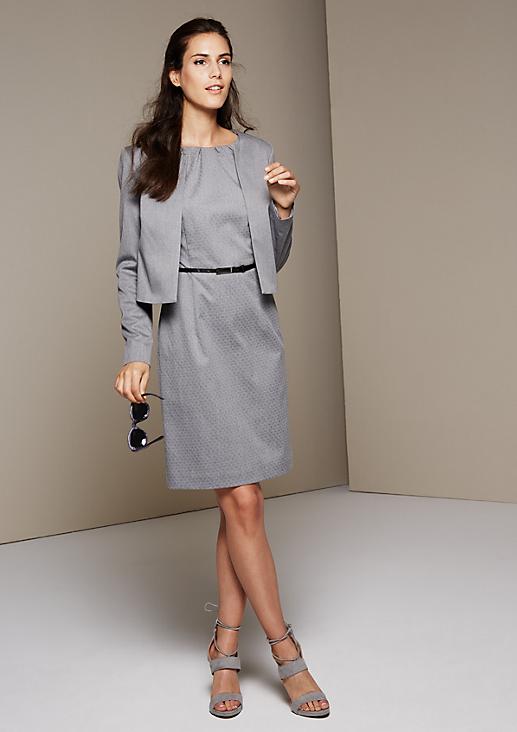Schöner Kurzblazer im Minimaldesign