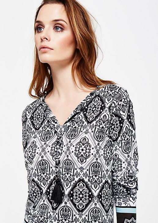 Schönes Langarmshirt mit dekorativem Alloverprint