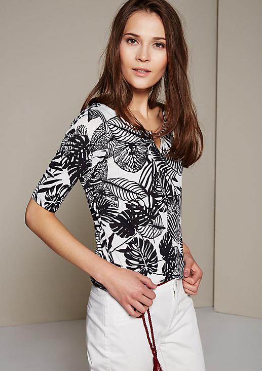Smartes Kurzarmshirt mit aufwendig gestaltetem Alloverprint