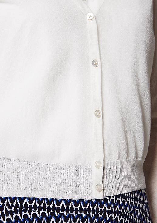 Zartes Strickjäckchen mit schönen Details