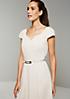 Edles Kleid mit aufregendem Minimalmuster