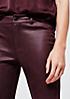 Extravagante Fake-Leder Pants mit feiner Prägung