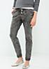 Klassische Jeans in dunkler Waschung