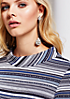 Schönes Kurzarmshirt mit abstraktem Streifenmuster