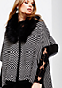 Warmer Strickponcho mit Fake-Fur Kragen