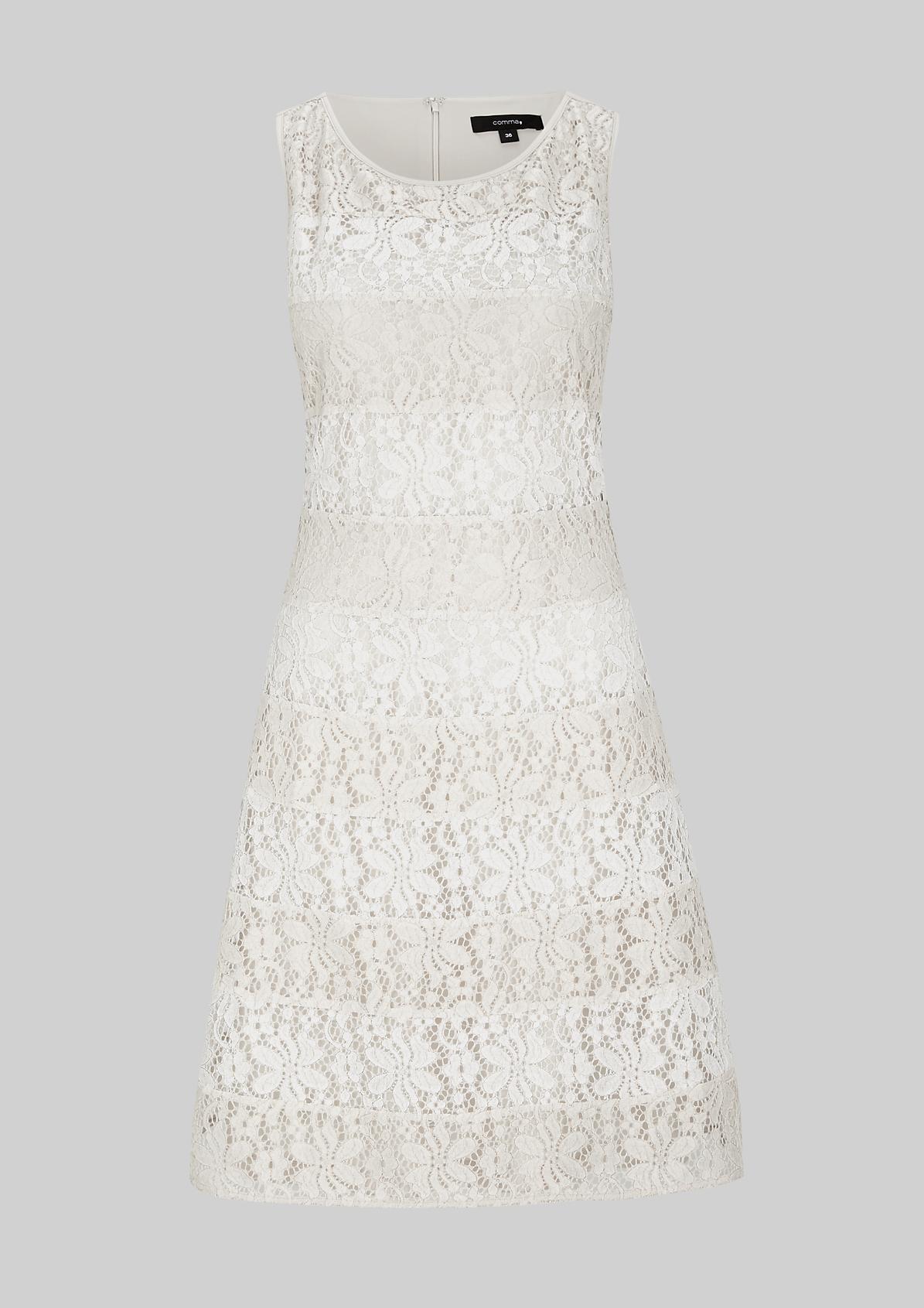 Bezauberndes Abendkleid in schöner Streifenoptik