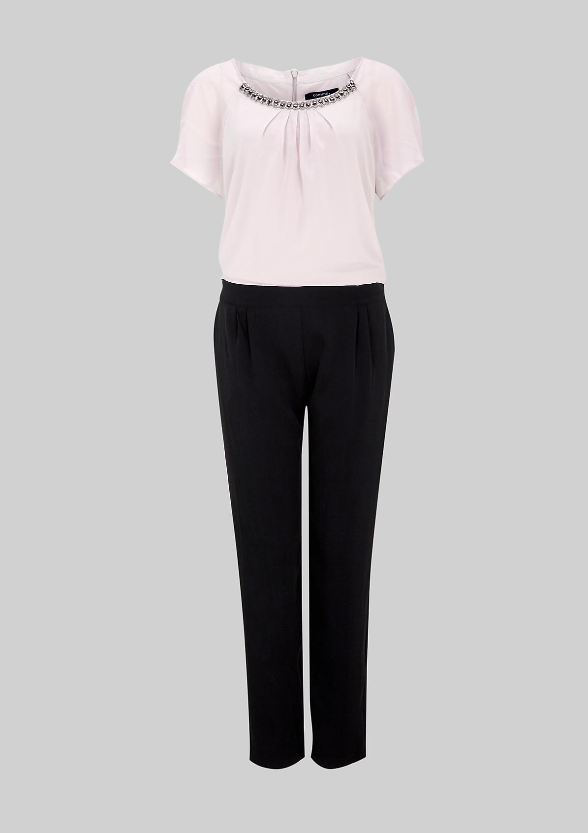 Eleganter Jumpsuit mit dekorativen Schmucksteinverzierungen