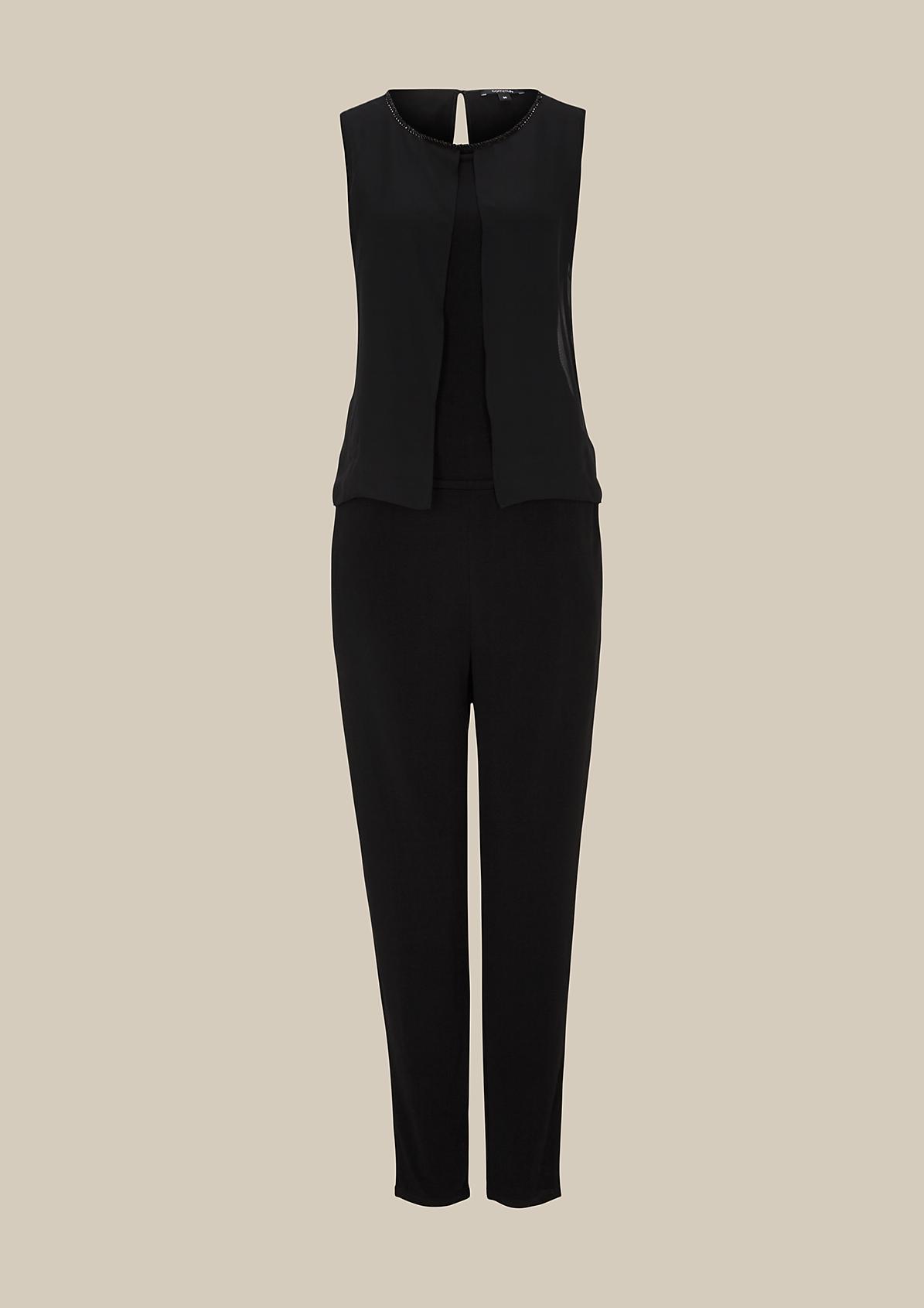 Eleganter Jumpsuit mit raffiniert inszeniertem Schmuckbesatz