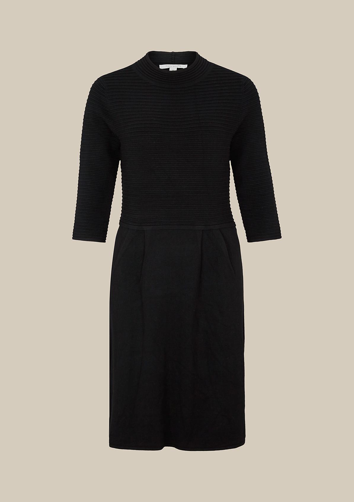 Elegantes 3/4-Arm Strickkleid im dekorativen Mustermix
