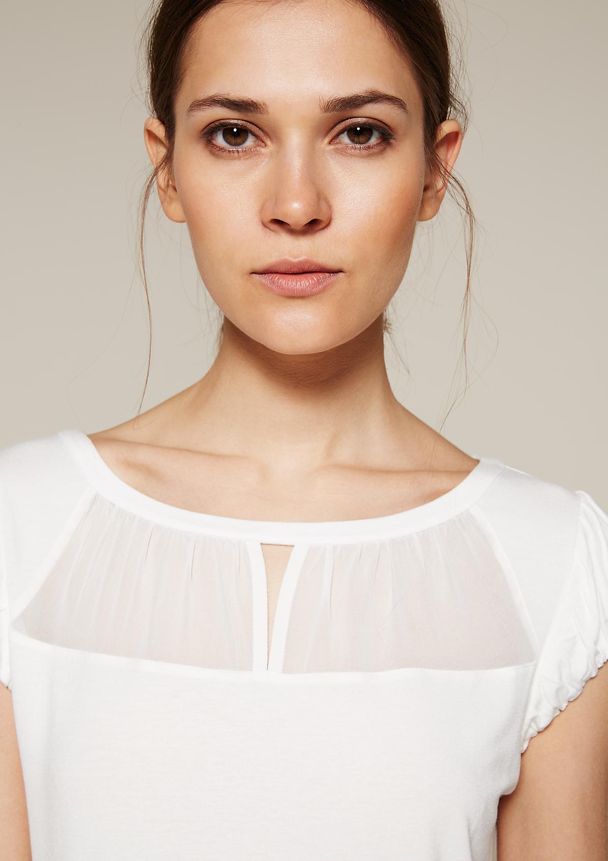 Feminines Kurzarmshirt mit dekorativem Chiffoneinsatz