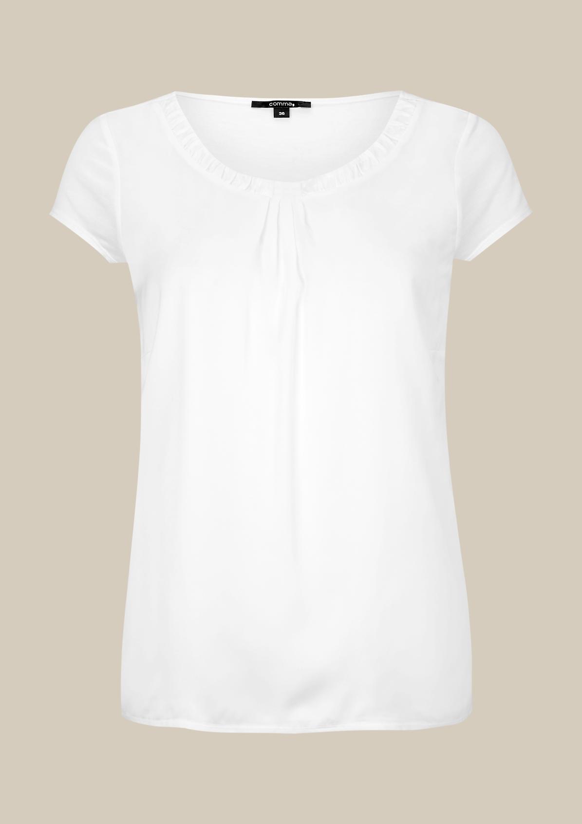 Feminines Shirt im lässigen Materialmix