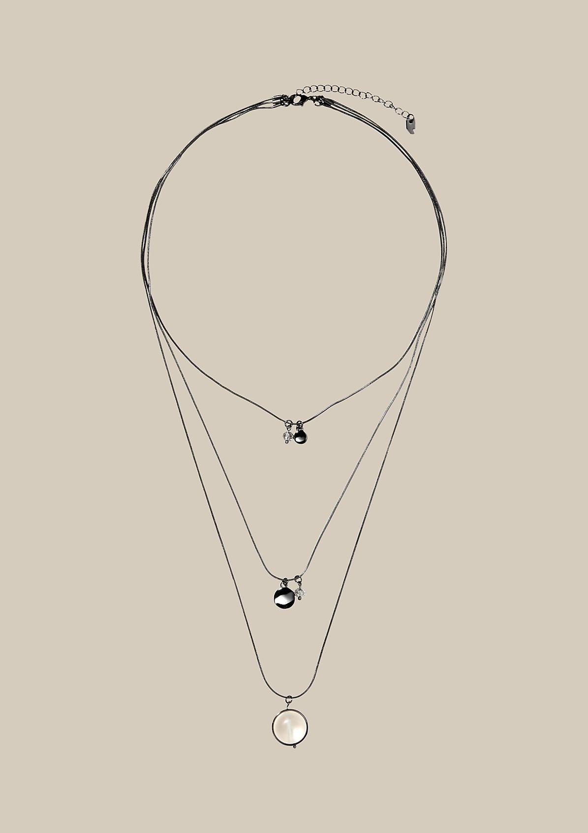 Lange Halskette mit Anhängern