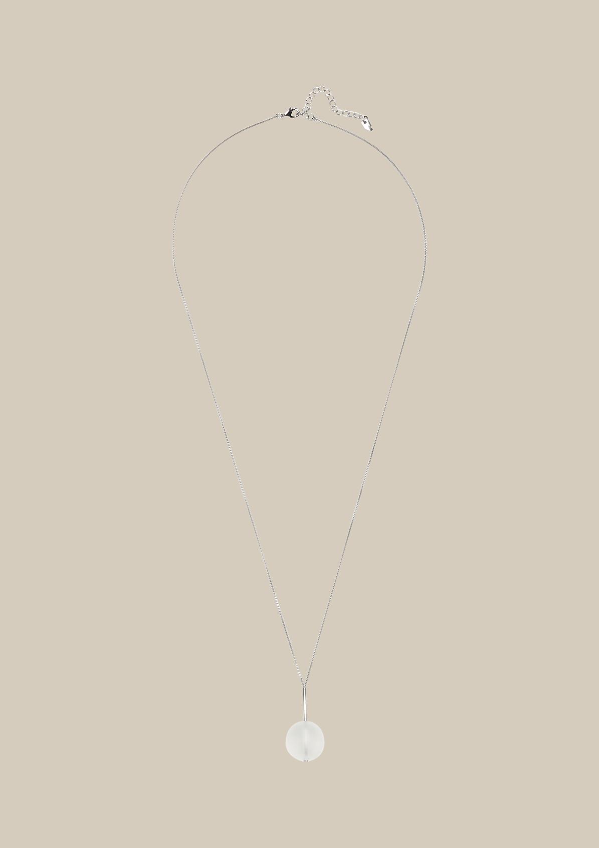 Lange Halskette mit Kugelanhänger