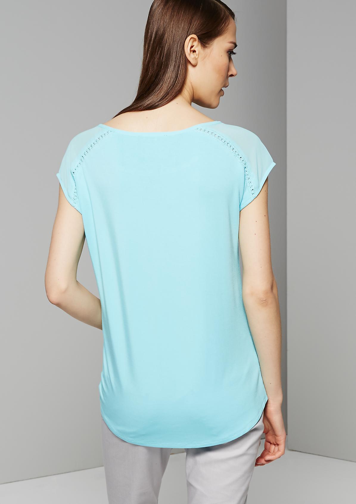 Sommerliches Kurzarmshirt mit raffinierten Details
