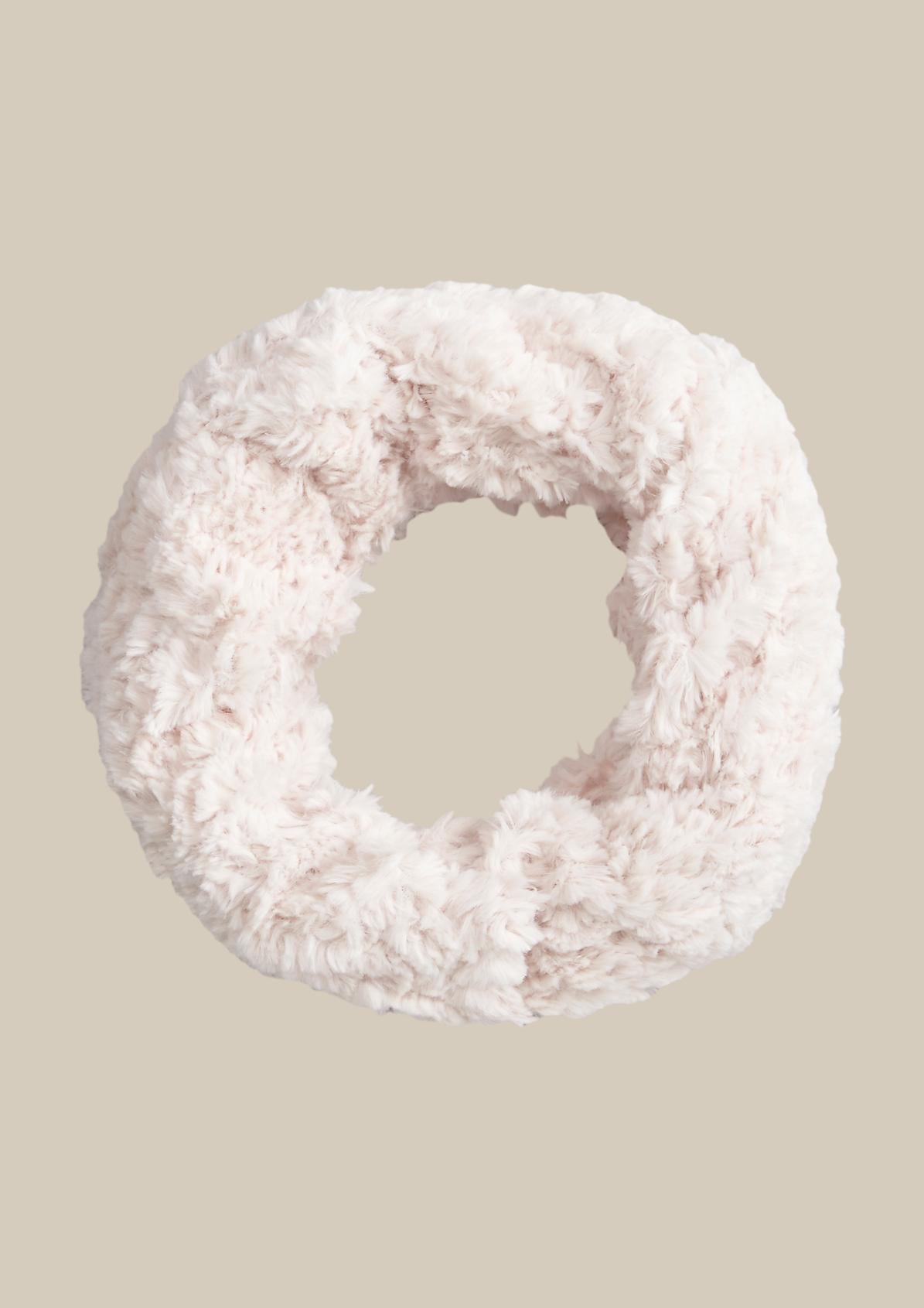 Winterschal aus flauschigem Fake-Fur