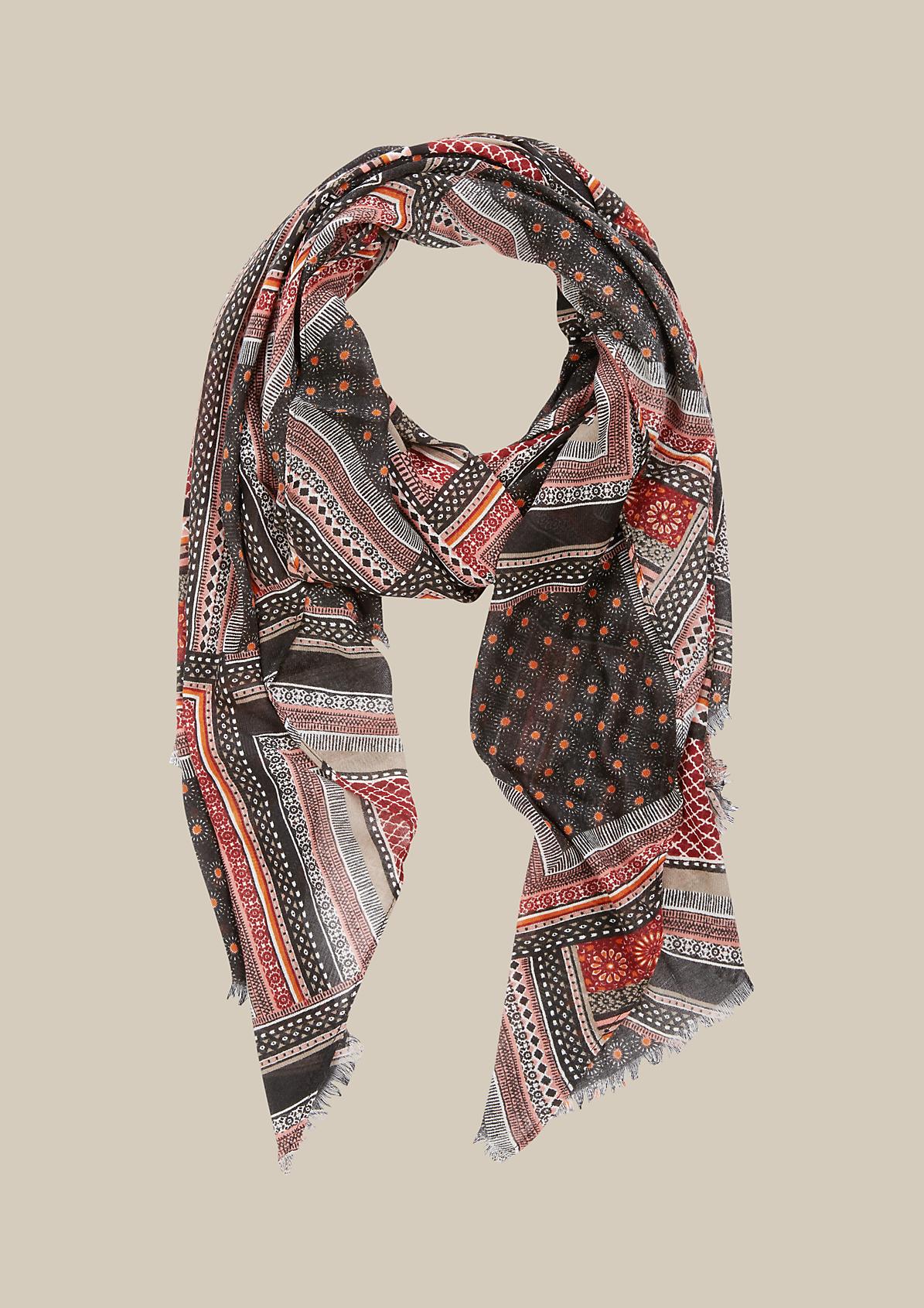 Zarter Schal mit farbenfrohem Muster