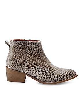 Boots LF175110 from liebeskind