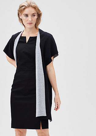 Aansluitende jurk met coupenaden