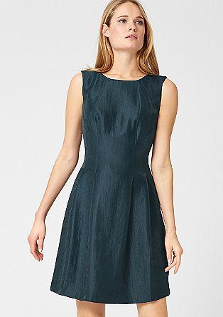 Aansluitende jurk met een glanzend effect