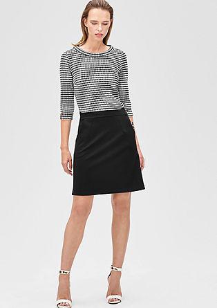 Aansluitende jurk met een two-tone look