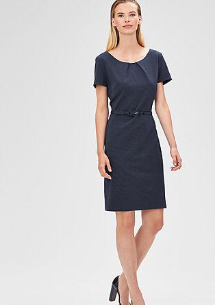 Aansluitende jurk met structuurmotief