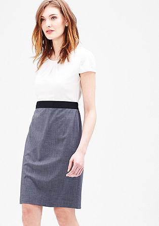 Aansluitende jurk van een materiaalmix
