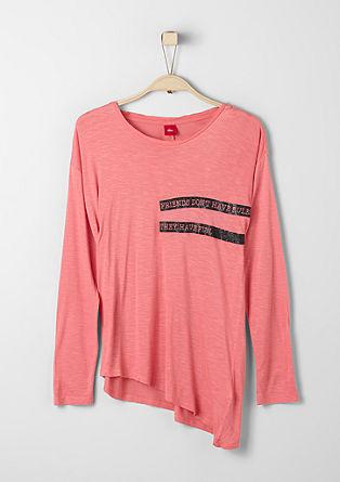 Asimetrična majica s svetlečo barvo