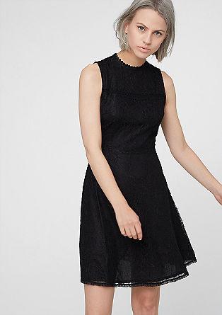 Ausgestelltes Kleid aus Spitze