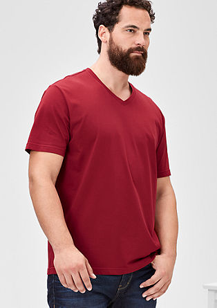 Basic T-shirt with a V-neck from s.Oliver