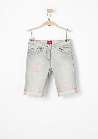 Bermuda hlače z detajli v neonski barvi