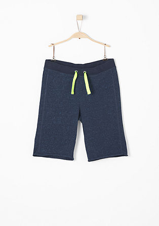 Bermuda hlače z neonskimi detajli
