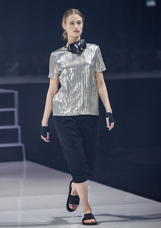Blouse in metallic look
