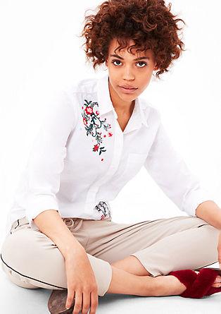 bluza s cvetlično vezenino