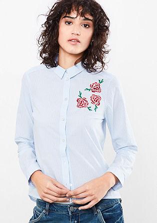 Bluza z drobnimi črtami in umetniškimi elementi