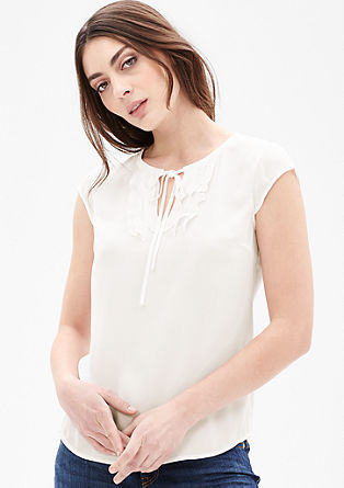 Bluza z izrezom z volani