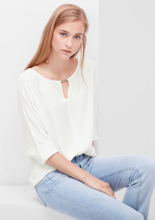 Bluzna majica z dekorativnim izrezom