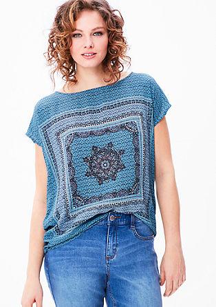 Bluzna majica z etno vzorcem po celotnem oblačilu
