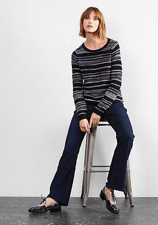 Bootcut: temne raztegljive jeans hlače