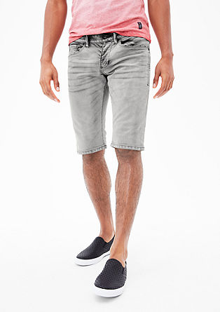 Close Slim: Bermudas with contrasts from s.Oliver