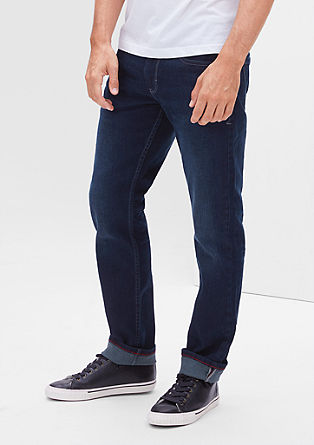 Close slim: donkere stretchjeans