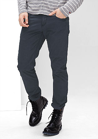 Close Slim: smooth twill trousers from s.Oliver