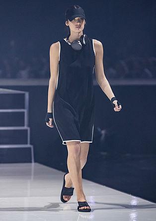 Crêpe jurk met contraststrepen