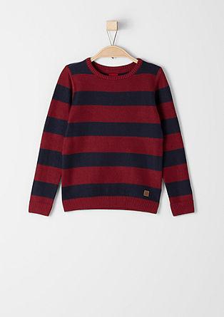 Črtast pulover s teksturo